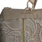 Petit sac à main beige en simili-cuir avec dentelle brodée et détails dorés