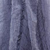 Foulard bleu uni, tirant vers le gris, façon jean, chiné, en mélange de viscose et coton