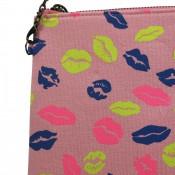 Pochette de soirée rose pâle à imprimés lèvres bisous multicolores