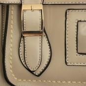 Sac à main - cartable vintage gris clair à surpiqures blanches, à boucles et à doublure rouge