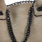 Sac à main beige en tissu original et imperméable avec chaînes et maillons