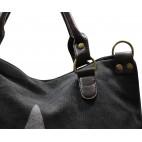 Sac à main noir en tissu avec motif étoiles imprimé, rivets et détails en simili-cuir