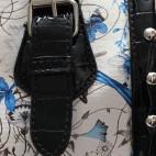 Petit sac à main blanc imprimé fleurs et papillons bleus arrondi en simili-cuir et détails crocodile