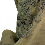 Foulard blanc avec imprimés bleus, très originaux, fleurs et ornements, baroques