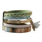 Bracelet en cuir à dominante bleu vert avec 5 bracelets, pompon, motifs dorés, crocodile pailletté, strass et fermoir à aimant