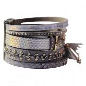 bracelet-cuir-dominante-gris-multiples-bracelets-pompon-motifs-or-fermoir-aimant
