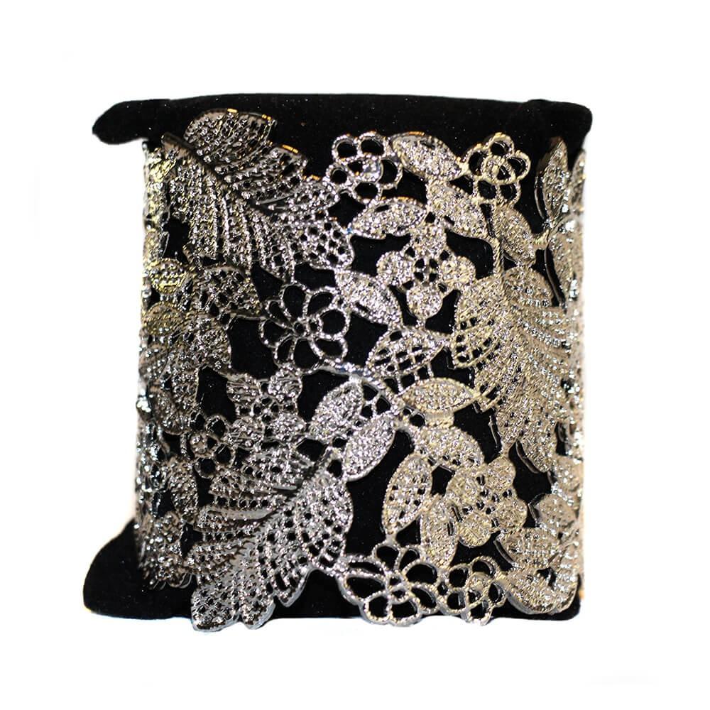 a2af5918ec1d Bracelet acier, gris métal, motif fleur en style dentelle découpée ...