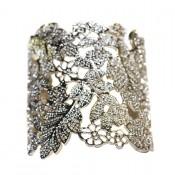 Bracelet acier, gris métal, motif fleur en style dentelle découpée. Bracelet jonc acier baroque ajustable
