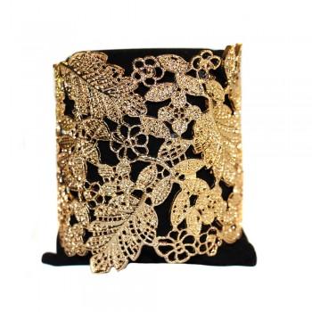 Bracelet acier, couleur or, motif fleur en style dentelle découpée. Bracelet jonc acier baroque ajustable