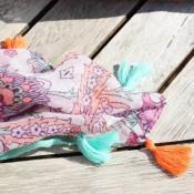 foulard-multicolore-pompons-baroque